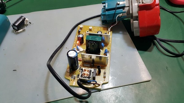 Ремонт аккумулятора и зарядного устройства шуруповерта, переделка Ni-Cd АКБ на литиевые 18650