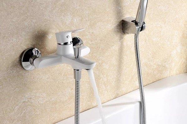 Шаровой смеситель в ванной комнате и совмещенном санузле