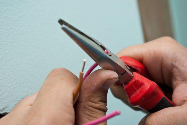 Шаг 1 – обрезка и зачистка проводов