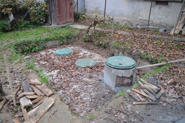 Шаг 8: Обустройство площадки вокруг выгребной ямы
