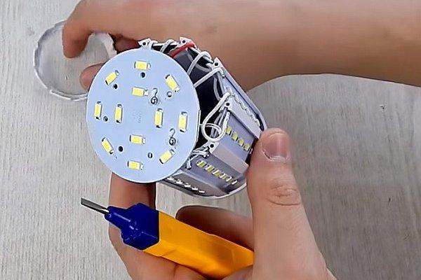 Устройство лампы E40 «Кукуруза»