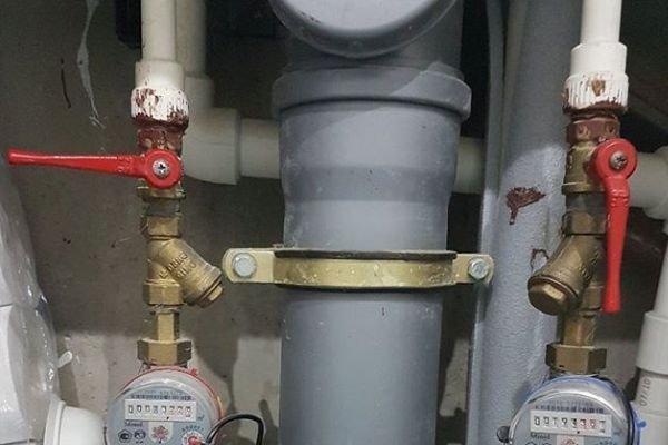 Перекрыта подача воды в квартиру перед проведением работ