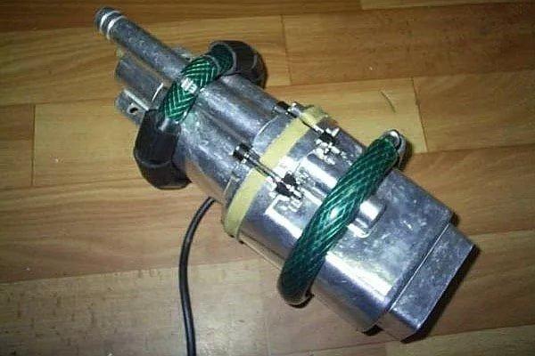 Приспособление для защиты насоса и скважины