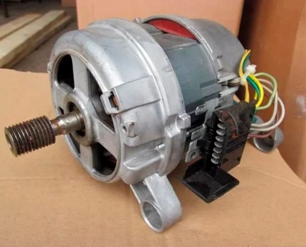 Двигатель стиральной машинки Электролюкс