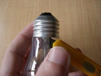 Отделение колбы лампы накаливания