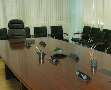Выдвижные розетки в конференц-зале